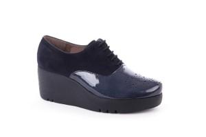 zapato-mujer-ante-marino-puntera-charol-picado-maria-piso-grueso-cuna-extralight-wonders
