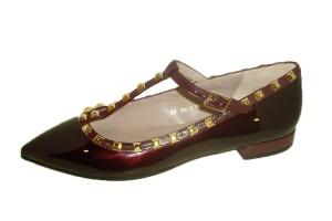 zapato-mujer-modelo-valetino-plano-piel-miro-vino-corte-merceditas-forma-t-adorno-dorado-ajustable-hebilla-lodi
