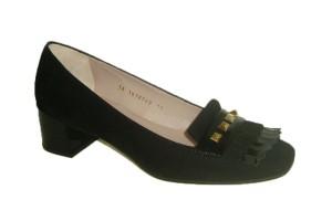 zapato-mujer-ante-combinado-charol-negro-tacon-cuadrado-altura-media-solapa-decorado-flecos-adorno-metalico-lodi