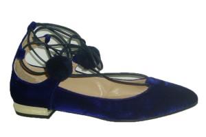 zapato-mujer-piel-terciopelo-azul-plano-tacon-bajo-espejo-ajustable-cordon-tobillo-adorno-2pompones-azul-marino-candelitas
