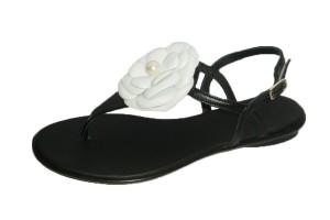 sandalia-mujer-piel-negra-empeine-t-decorado-flor-petalos-off-perla-centro-plana-pertini